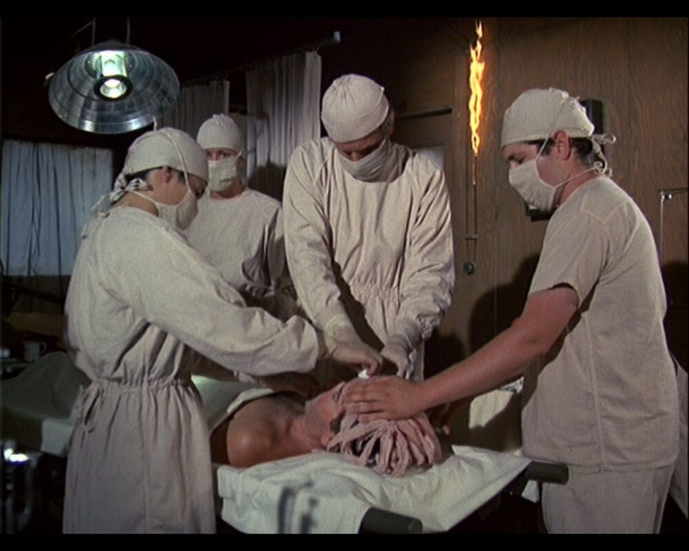 MASH_3x5-O.R._-_OR_Surgery_scene